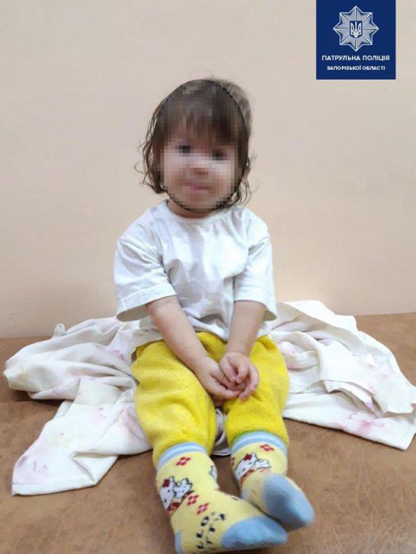 У Мелітополі жінка на 5 год зачинила в квартирі 1,5-річну доньку
