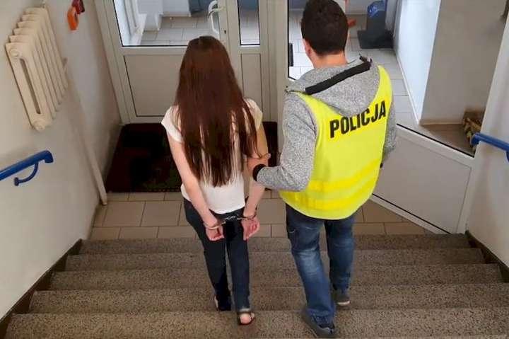 Українці загрожує до 10 років ув'язнення - У Польщі заарештували українку: жінку звинувачують у підпалі торгового центру