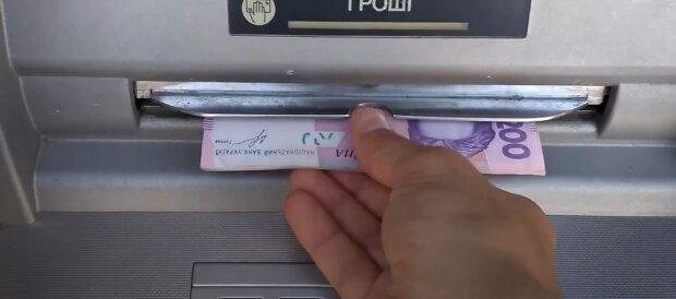 """ПриватБанк кардинально змінив правила зняття готівки, банкомати більше не потрібні: """"Досить просто..."""""""