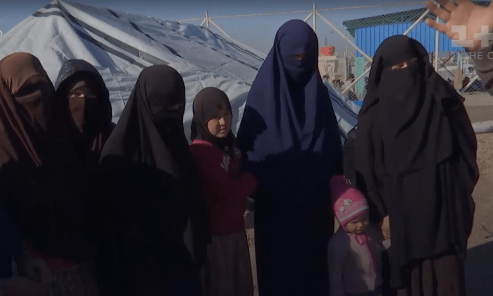 Українки в таборі у Сирії.